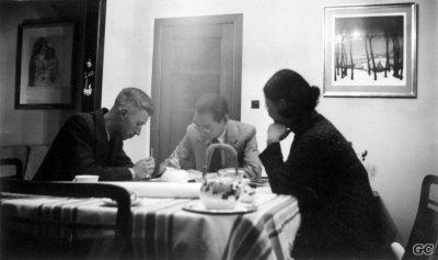 1057284_Hergé-chez-lui---1937---Bxl-Place-de-Mai--©-DR-0.1.jpg