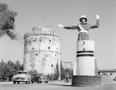 Troxonomos bathro Leukos Purgos Thessaloniki.jpg