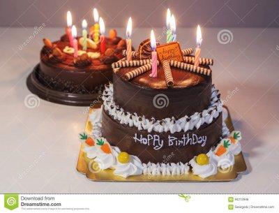 1413609532_torta-de-chocolate-con-la-vela-de-la-luz-del-feliz-cumpleaos-94212946.thumb.jpg.14a0b49570fe376ed40694cc3a56fd46.jpg
